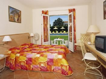 Façade Hôtel des Granges Arles