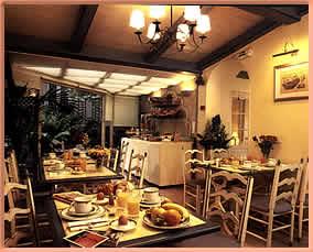 Salle de petit déjeuner Hôtel Daumesnil Vincennes
