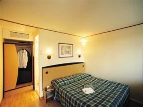 Chambre Hôtel Gril Campanile de Nogent