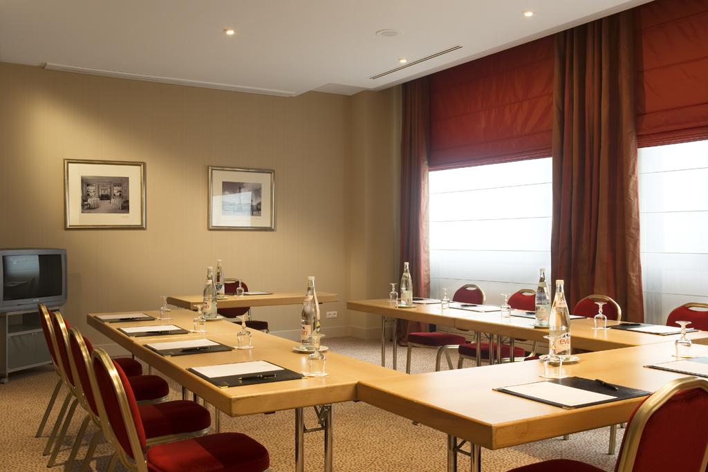 Réception Hôtel Le Britania Lyon 06
