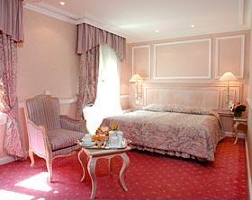 Chambre Hôtel Châteaubriand Paris