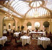 Salle petit déjeuner Hôtel Vernet Paris